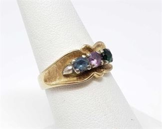 #105: 10k Gold Ring with 3 Stones, 4.1g Weighs approx 4.1g, size 6.5