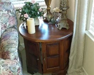 round end table with storage, table lamp and home decor