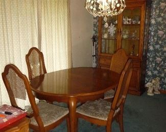 4 chairs / table / hutch