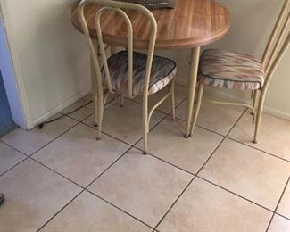 Small kitchen table with 2 chairs and 1 extra leave.