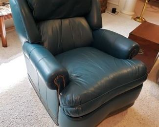 HANCOCK & MOORE TOP QUALITY LEATHER RECLINER CHAIR