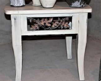 Shabby chic accent table (cute, cute)!