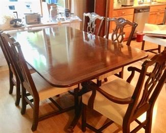Dining Table w/6 Chairs, 2 Leaves, & Table Pads