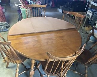 Dining Room table w/5 Chairs, 2 table leaves and hard protector cover
