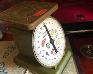 Vintage American family scale.  Avocado.