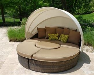 Frontgate cabana