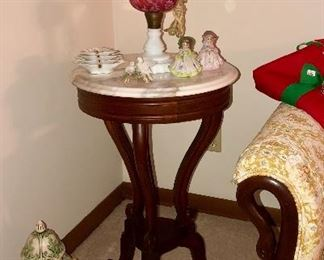 Marble top mahogany lamp table with swans head feet that matches the sofa arms and feet