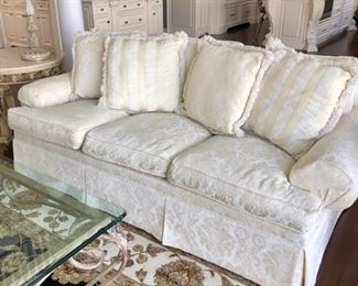 Henredon Sofa, in Pristine Condition.