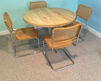 Round Table with 4 Chairs         https://ctbids.com/#!/description/share/153293