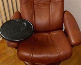 Ekorness stressless leather chair in amazing condition withadd on snack tray!