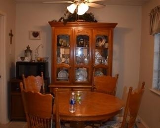 Oak Round Pedestal Table with leaf (making it rectangular) and 6 chairs (4 side) (2 captain)