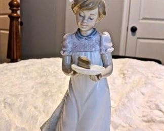 LLADRO, GIRL WITH CAKE