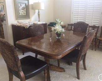 Drexel heritage dining table with 2 additional leaves