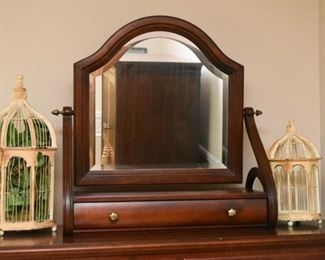 Ethan Allen Chest of Drawers / Dresser with Shaving / Vanity Mirror