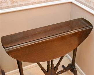 Antique / Vintage Gate Leg Drop Leaf Table
