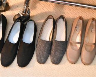 Women's Shoes (Size 9)