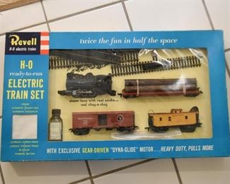 Vintage Revell H-O Electric Train Set with Box