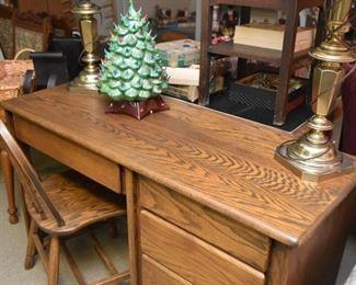 Oak Keyhole Desk & Chair