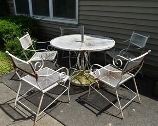 Outdoor Patio Dining Table & Chairs
