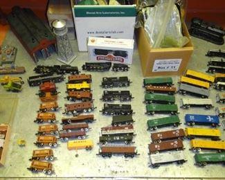 Vintage N gauge train cars, accessories