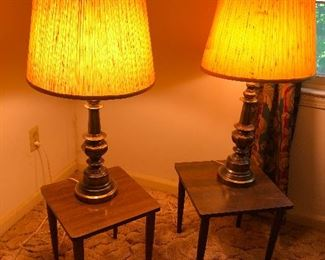 ooooh I love those sleek MCM minimalist end tables. Brass lamps