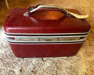 vintage train case!!