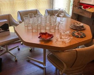 oh my GAH!! I LOVE that dinette set! Early 70s!!