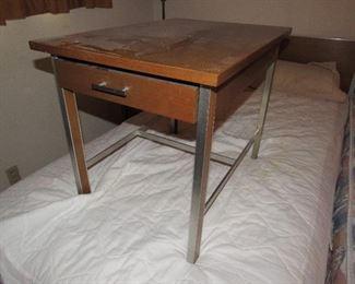 Paul McCobb mid century modern end table