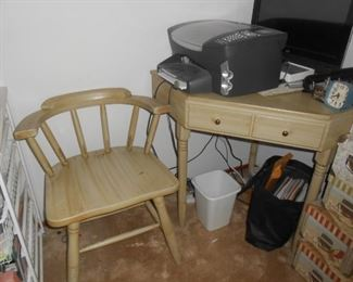 Corner desk/chair