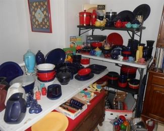Numerous pieces of Fiestaware