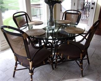 Bernhardt Dining/Kitchen/Indoor Sunroom Table with thick round beveled edge glass top table with Rattan chairs upholstered in Java! Excellent condition!