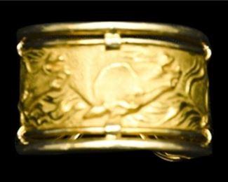 23. 18 Karat Yellow Gold Designer Band with Equestrian Motif