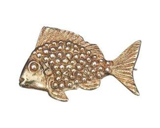 61. 14 Karat Yellow Gold Fish Form Dress Pin