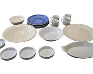105. Miscellaneous Lot 16 Piece Kitchen Serving Plates Cookware