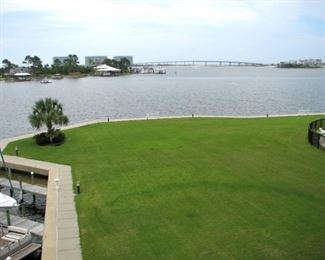 Large well-maintained lawn for kids - unobstructed views to Perdido Pass