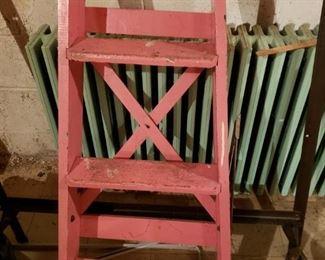 Super cute pink step ladder.