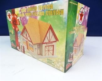 Texaco 1998 Limited Edition Texaco Town Filling Station Model
