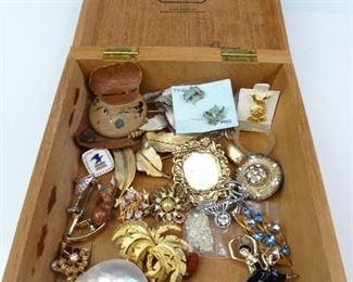 Upmann Cigar Box w Vintage Jewelry