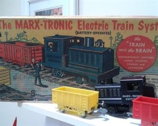 MARX-ATRONIC ELECTRIC TRAIN SYSTEM! BOX TRACK LOCOMOTIVE AND CARS