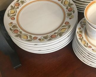 Vintage 1960s Franciscan dishware, Pickwick pattern. Partial set.