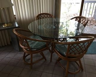 like new glass / wicker kitchen or porch dining set