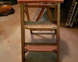 Mini wood ladder