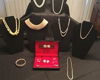 Lot of Faux Pearl Jewelry https://ctbids.com/#!/description/share/156308