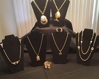 Lot of Gold Jewelry https://ctbids.com/#!/description/share/156312