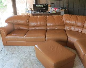 GREAT LEATHER SECTIONAL WITH OTTOMAN