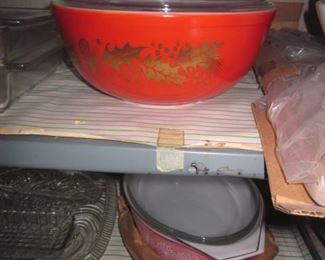 Tons of Vintage Retro Kitchen Collections  ~ Vintage Pyrex Mixing Bowls
