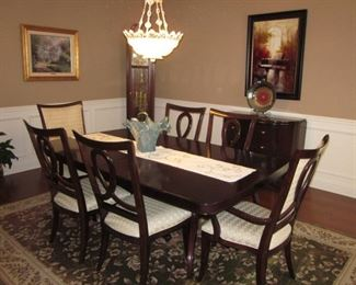 Stunning Thomasville Dining Room Suite Gently Used