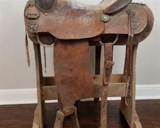 Ryon saddle and stand
