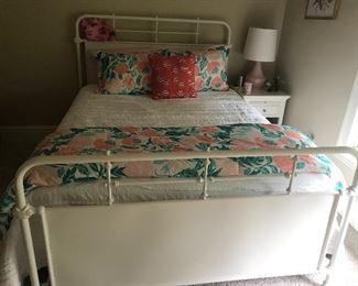 Queen sizer bed