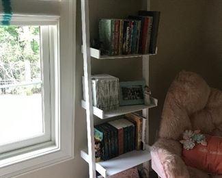 Staircase book shelf